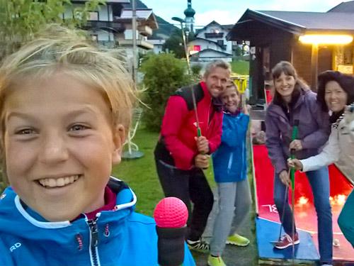 Nahe am Haus Alpenlicht: Minigolf, beliebt bei alt und jung